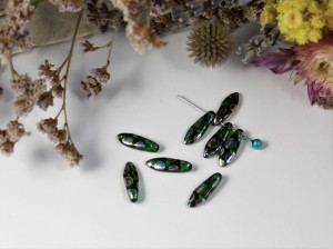 1-hole Glass Daggers 16x5mm Chrysolite Vitrail Dots