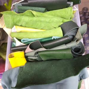 Кусочки натуральной кожи для рукоделия микс из зеленой палитры
