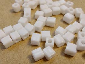 Бисер кубики 4мм 5г Miyuki Square Bead Цвет OPAQUE WHITE