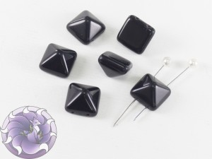 Pyramid beads 2-hole 12x12mm Jet