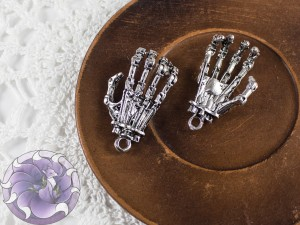Подвеска для украшений Рука скелета 38х22мм