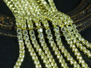 Стразовая цепь с фианитами размер 3.5 мм основа золото