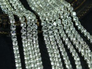 Стразовая цепь с фианитами размер 3.5 мм основа серебро